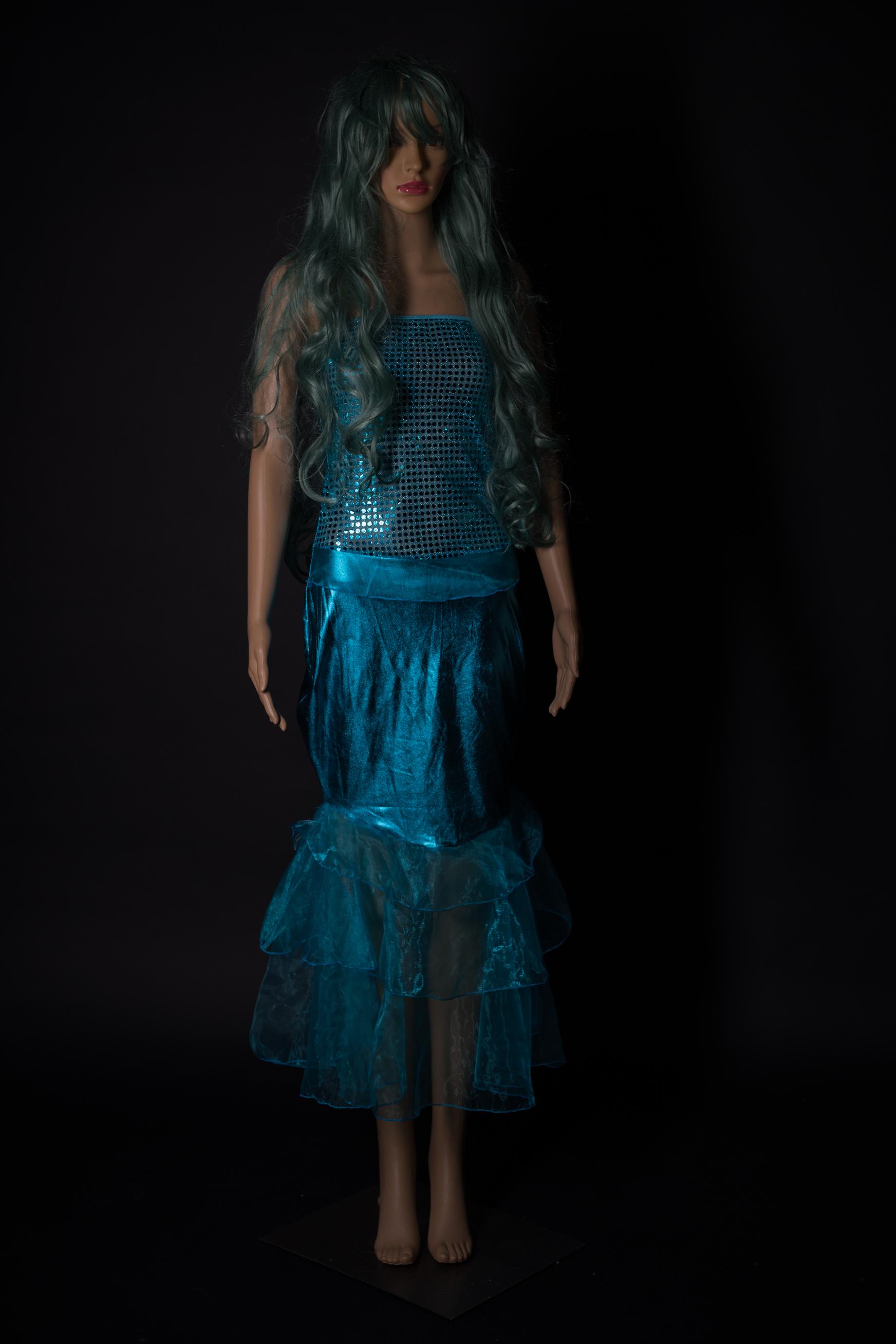 Türkisblaues Mermaidkleid mit pssende Perrücke