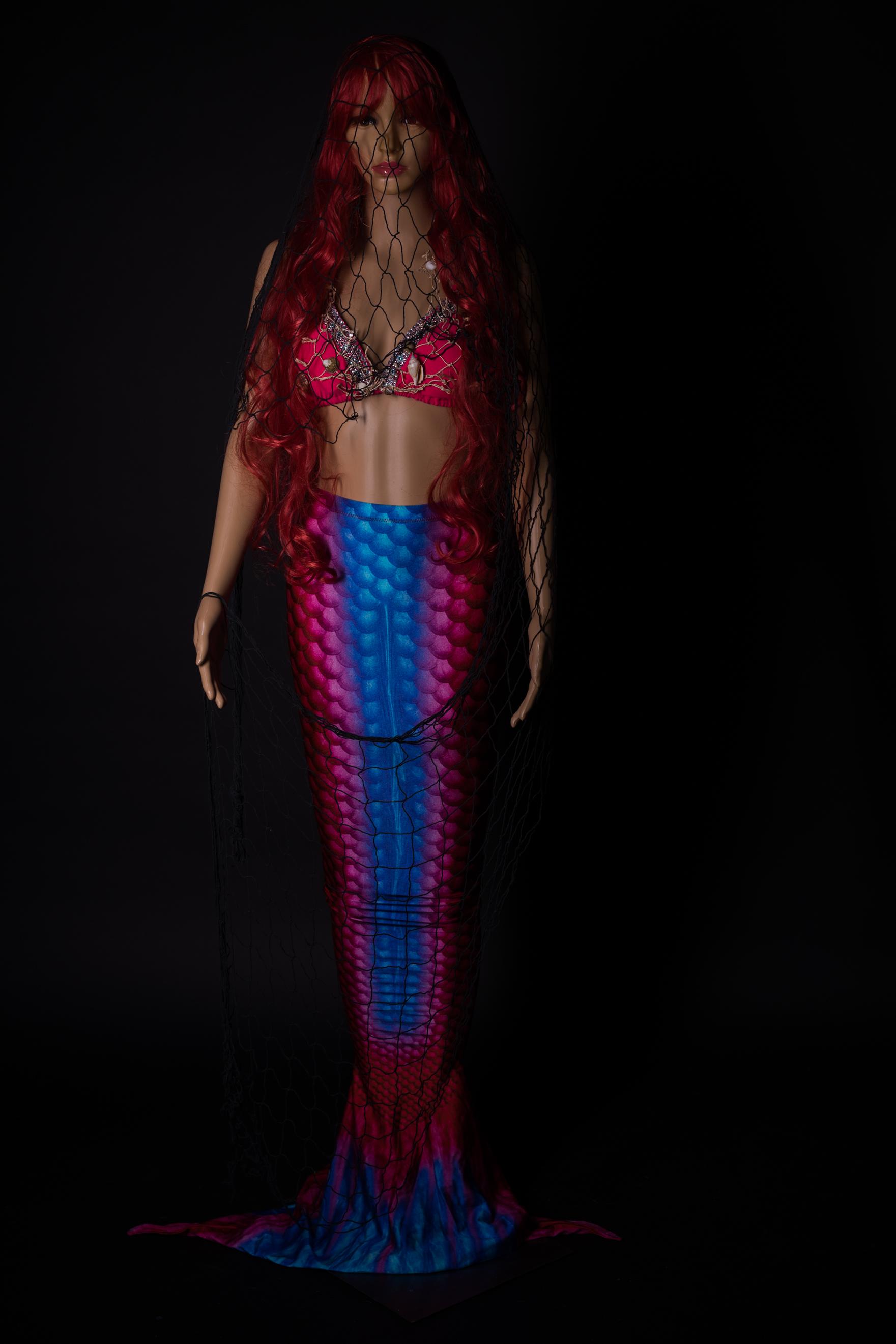 Pink-Blaues Mermaidkleid mit Perrücke und pssenden Kopfschmuck
