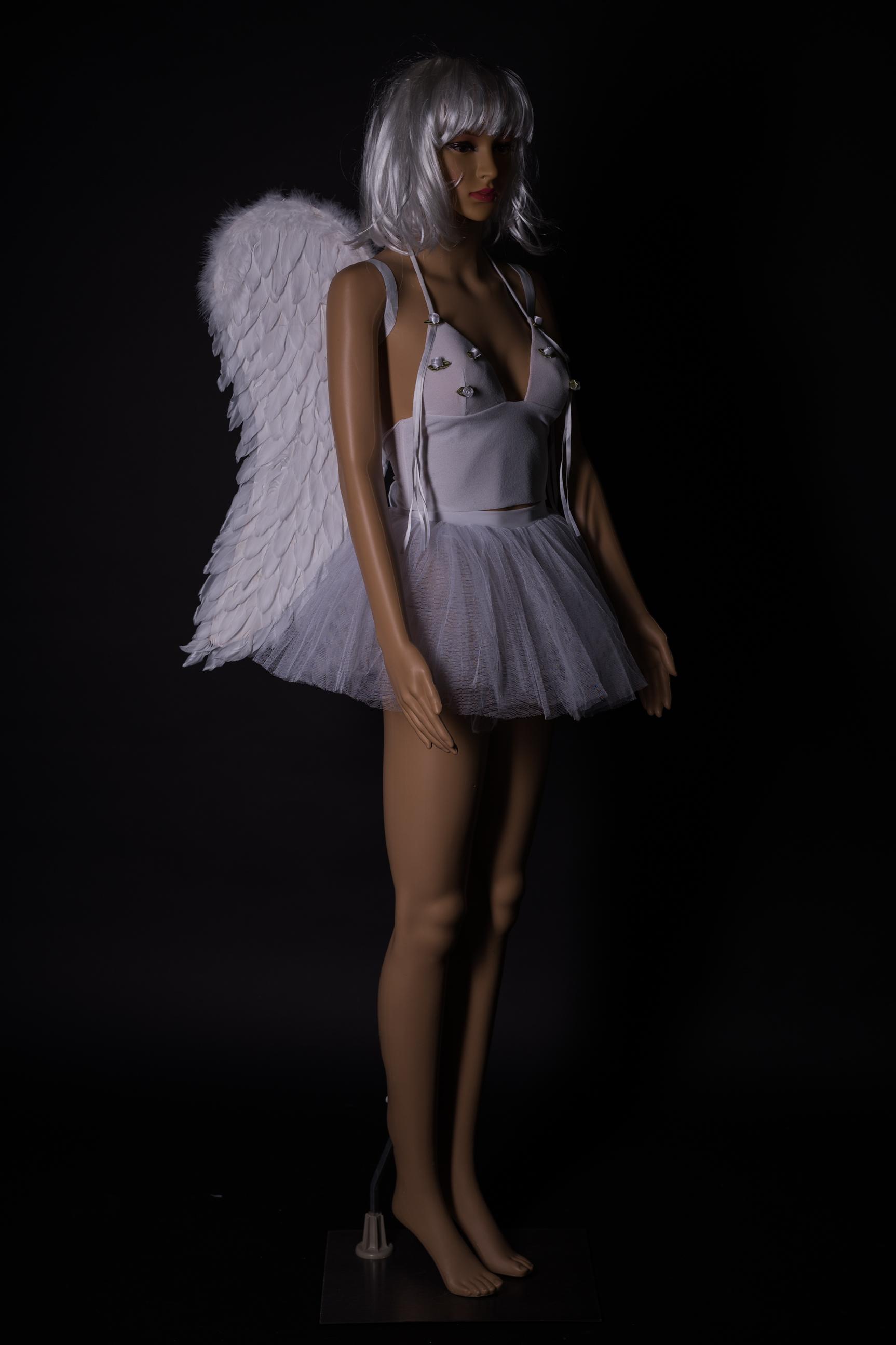 Weisses Engeloutfit mit Flügel und Perrücke